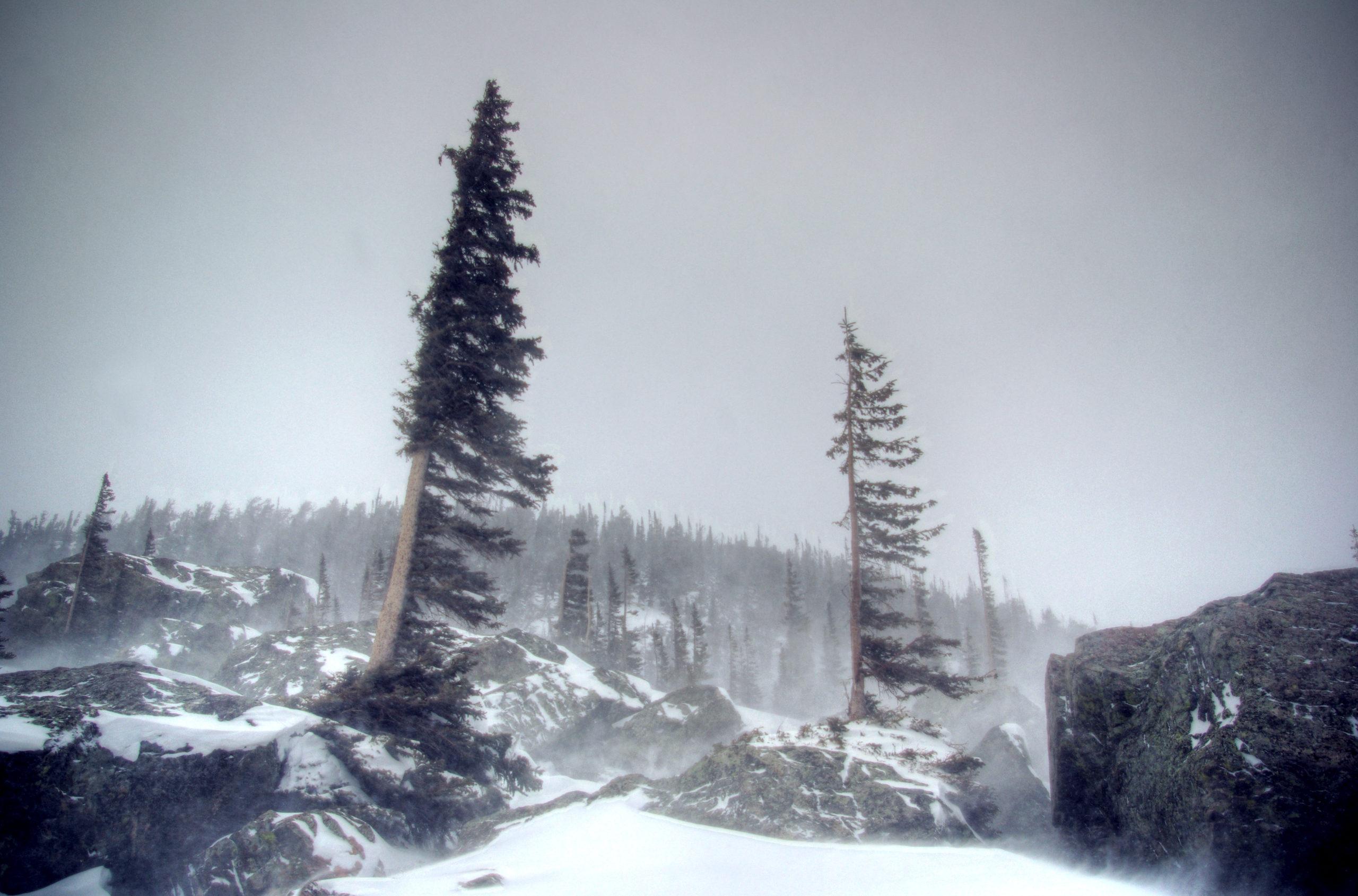 Lake Haiyaha, Frozen Landscape