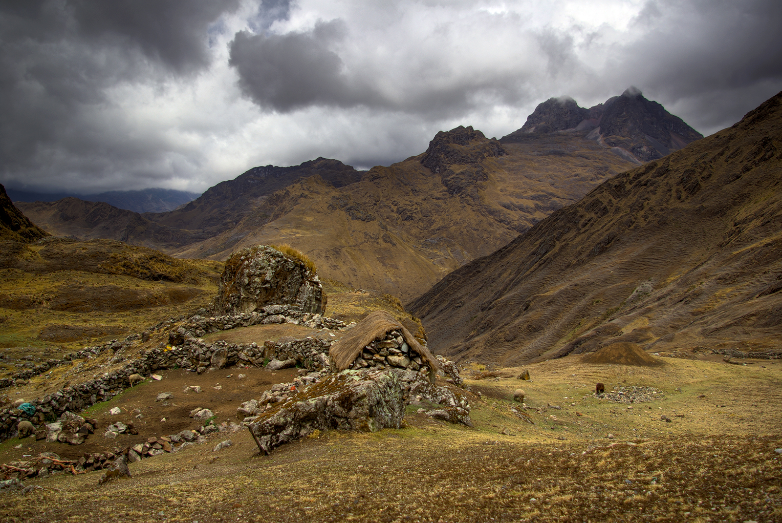 Peruvian Mountain House with a View